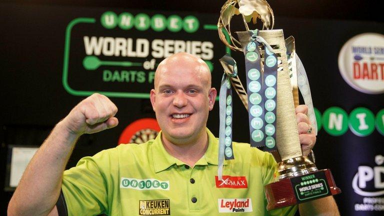 michael-van-gerwen-world-series-of-darts-trophy_3380376