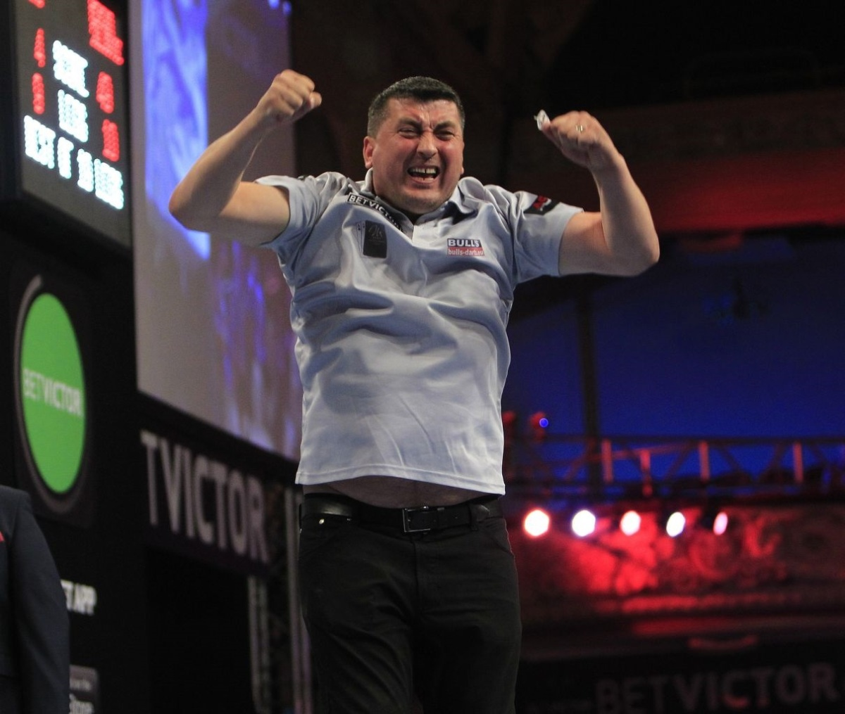 Dave McNally: A contrast of throwing styles on the oche