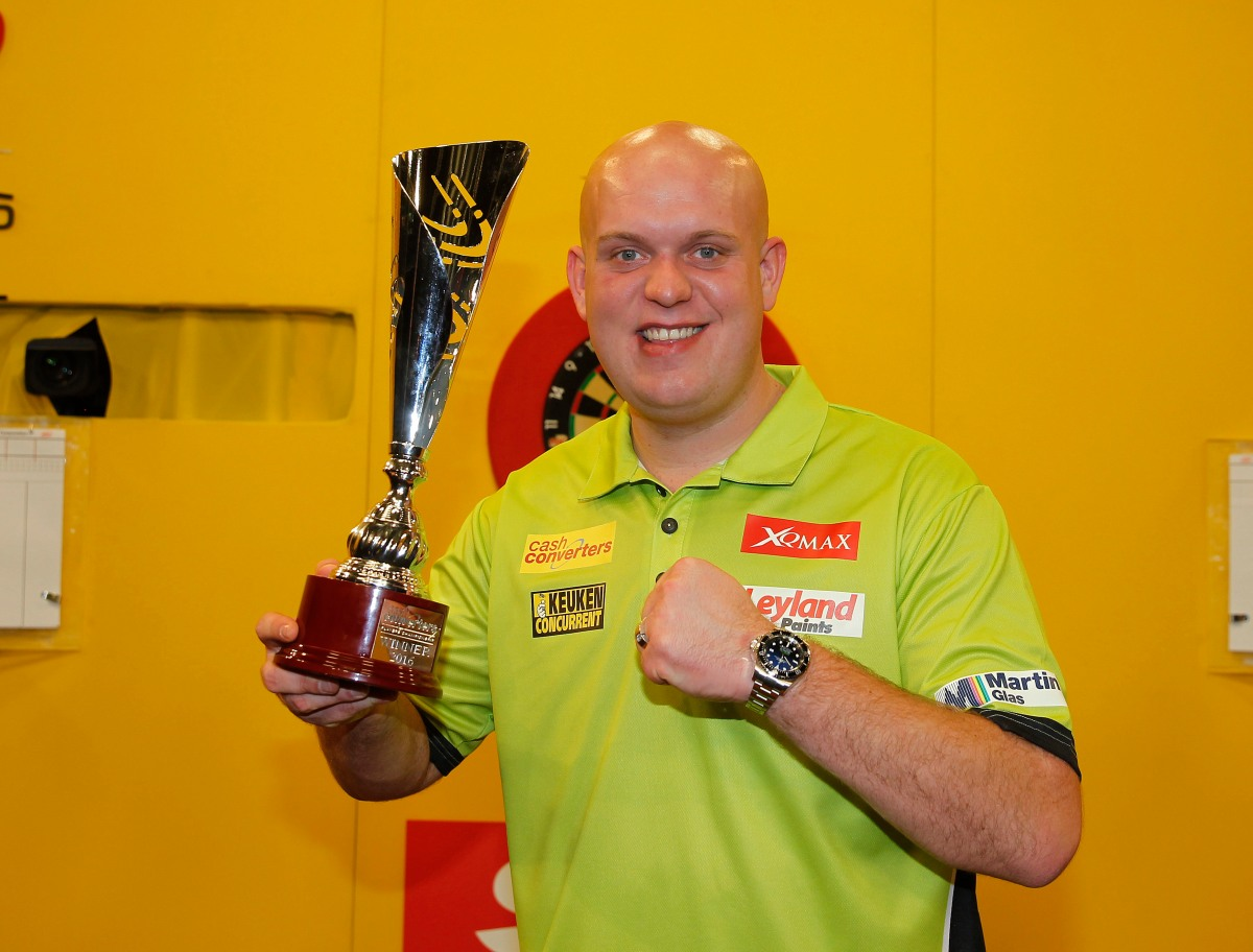 In the mag: MVG racks up 25th title of 2016, Mark Frost on Gary Anderson at Ally Pally, Masters latest!