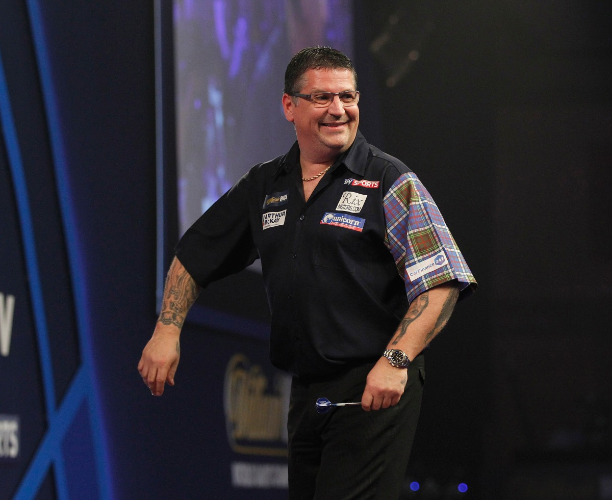 Gary Anderson starts bid for a World Championship hat-trick with straight sets win against MarkFrost