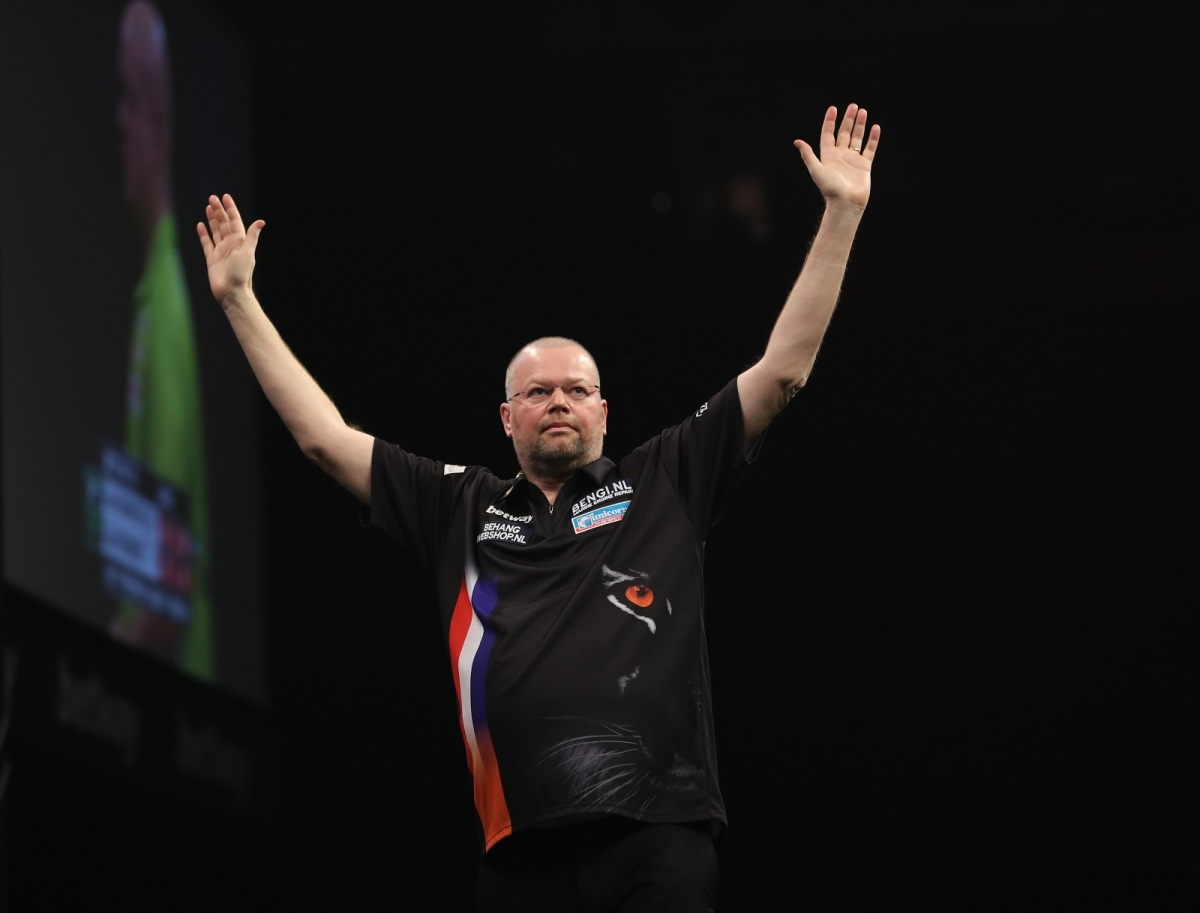 Raymond van Barneveld aiming for fourth win in a row in the Premier League tonight
