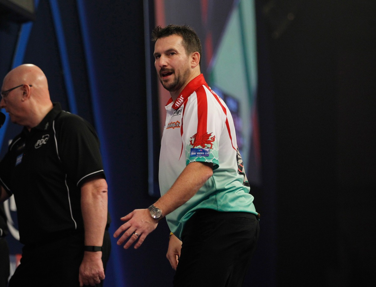 Jonny Clayton signs new three-year sponsorship deal with Red Dragon Darts