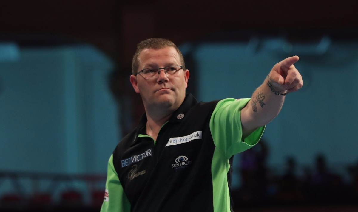 Steve West dumps out 11th seed Michael Smith 10-5 in dream World Matchplaydebut