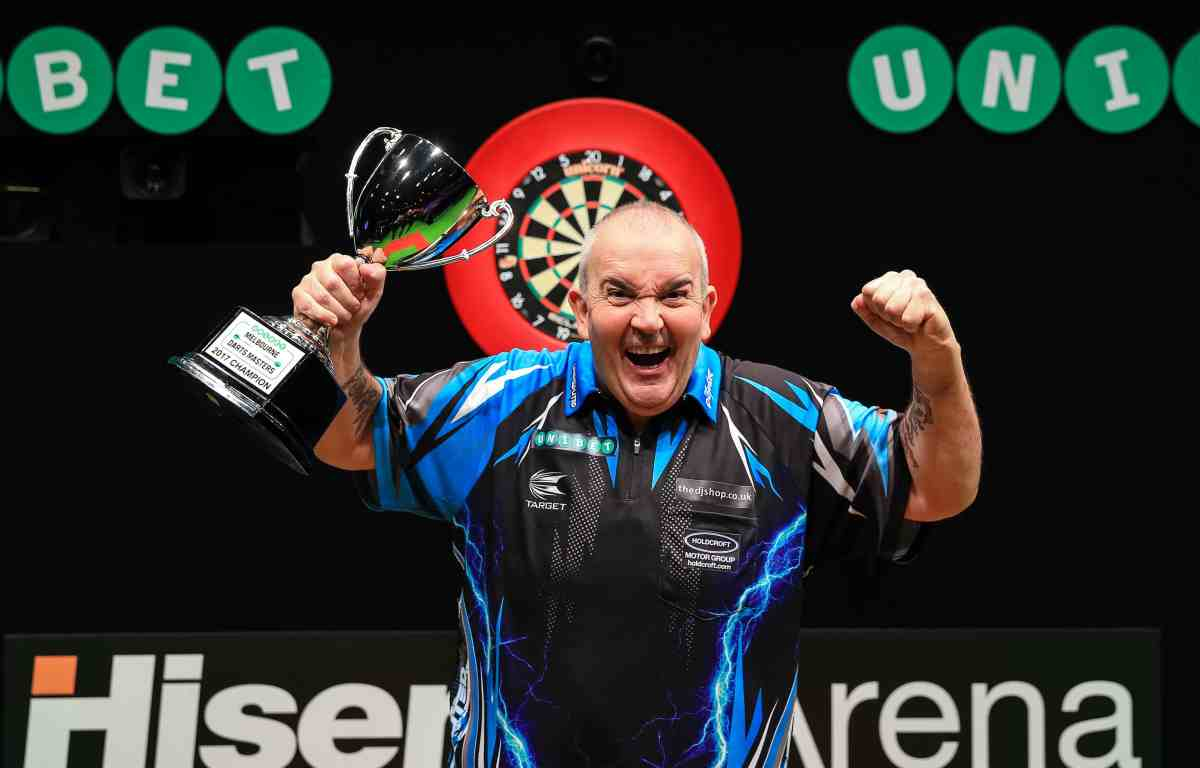 Phil Taylor beats Peter Wright 11-8 to win inaugural Melbourne Darts Masters and eighth World Series of Dartstitle