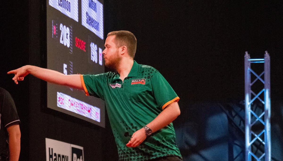 Ireland's Steve Lennon steals the show on opening session of International Darts Open in Riesa