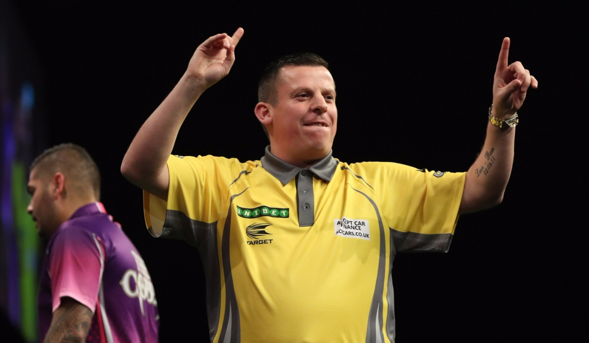 Dave Chisnall averages 101 and is 6/6 on finishing doubles in 2-0 win against Jelle Klaasen in World Grand Prix firstround