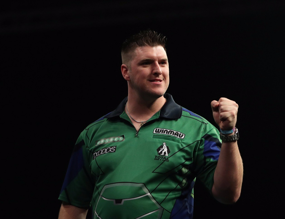 Daryl Gurney sees off Joe Cullen in World Grand Prix to advance to third major quarter-final of the season