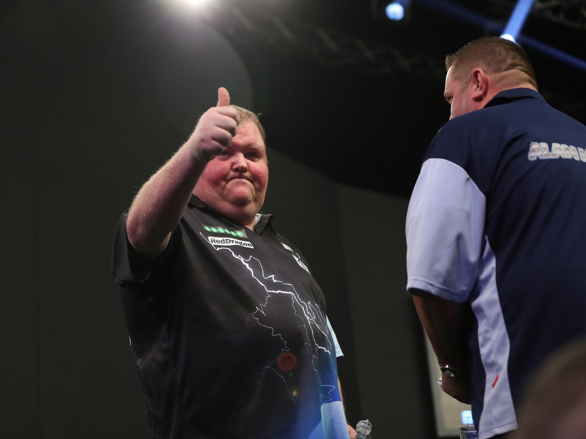 MVG's conqueror John Henderson reels off three straight sets to beat Alan Norris in World Grand Prix last 16