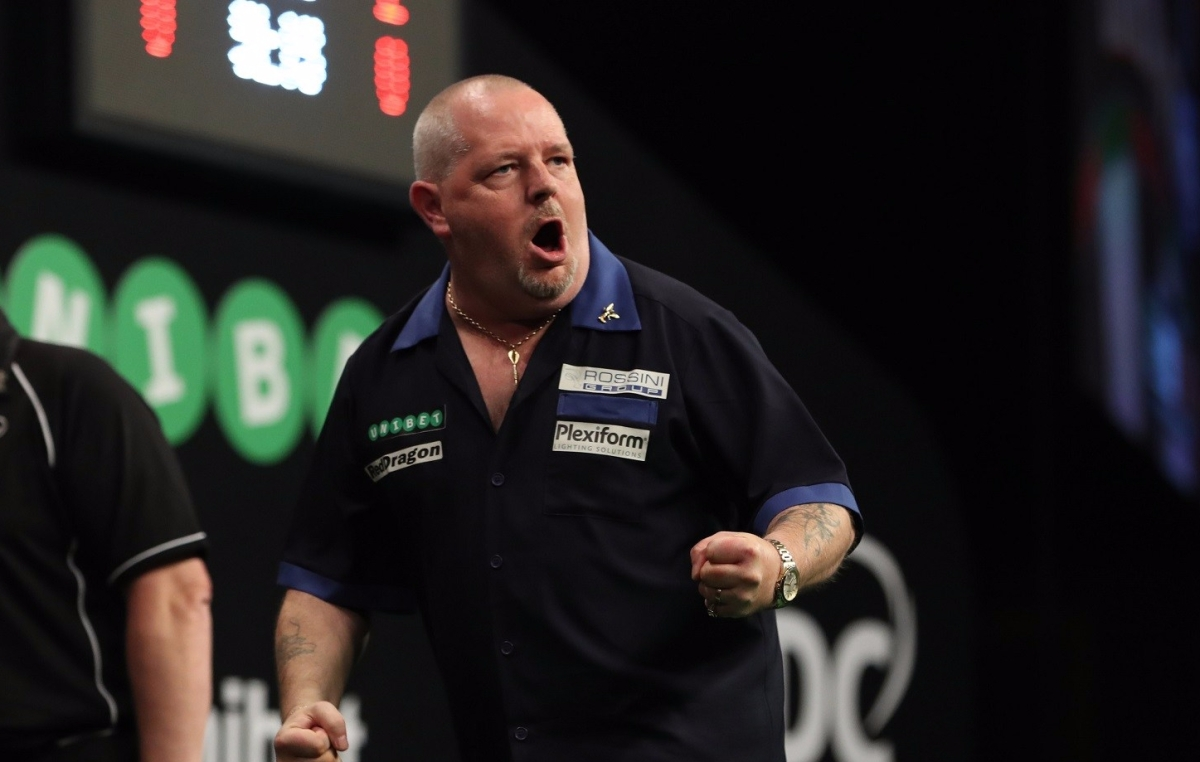 Robert Thornton survives five match darts against Dave Chisnall to progress to World Grand Prix quarter-finals