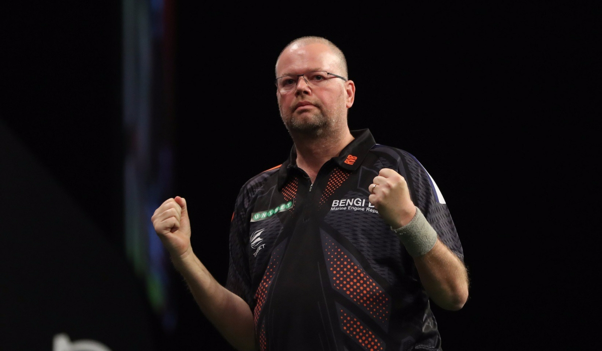 Raymond van Barneveld breezes past Steve Beaton in straight sets to reach last eight in World Grand Prix