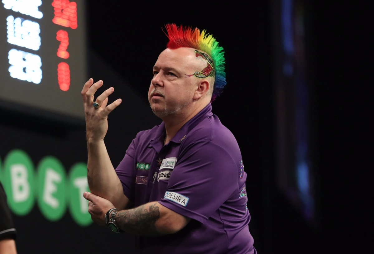Peter Wright overcomes elbow injury to reach World Grand Prix quarter-finals for the first time